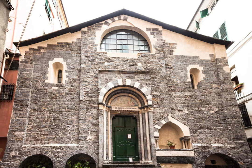 Церковь святых мучеников бессребреников Космы и Дамиана - Chiesa di Santi Cosma e Damiano.