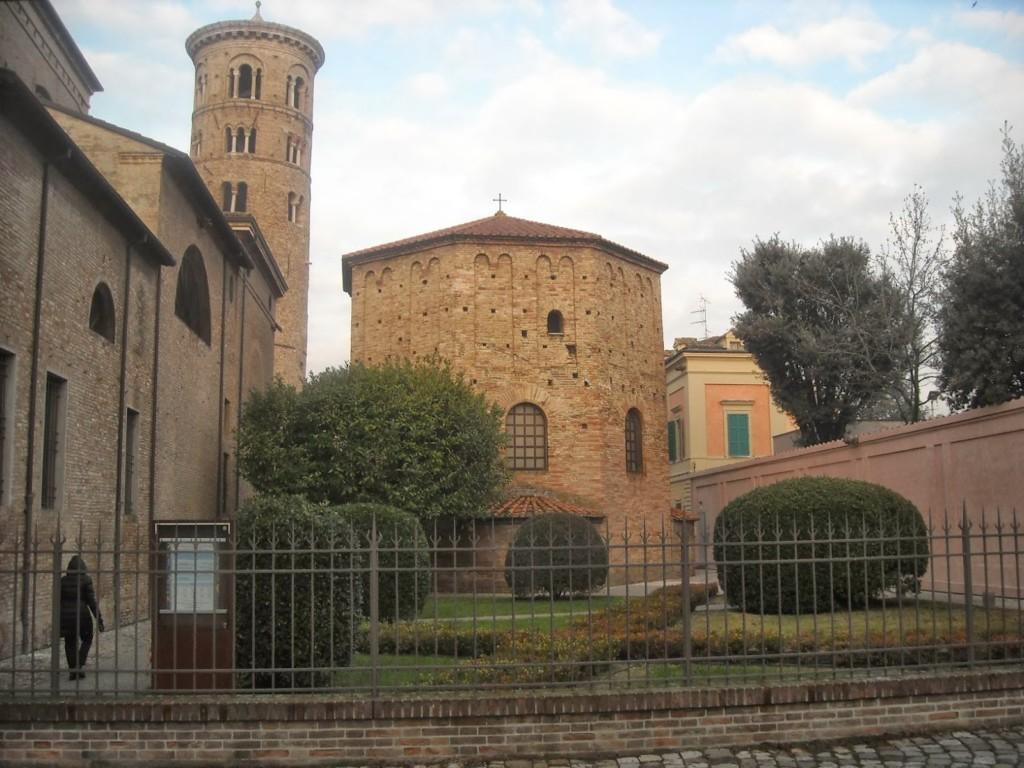 Церковь Святого Духа и Крещальня ариан — Chiesa dello Santo Spirito е Battistero degli Ariani