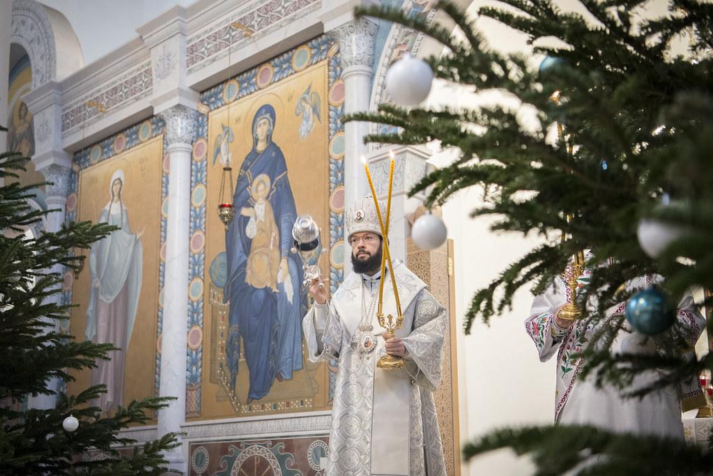 В праздник Рождества Христова митрополит Корсунский и Западноевропейский Антоний совершил Божественную литургию в Троицком кафедральном соборе Парижа